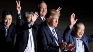 الرئيس ترامب استقبل الأمريكيين الثلاثة