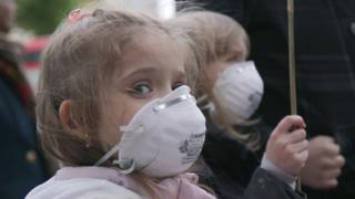 Girls at pollution protest
