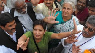 Gauri Lankesh in a crowd of people