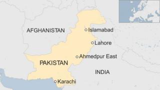 Khariidad muujinaysa halka Ahmedpur kaga taal dalka Pakistan