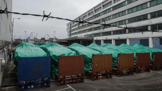 资料图片:在屯门内河码头的新加坡装甲车