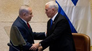 Israeli Prime Minister Benjamin Netanyahu shakes hands with US Vice-President Mike Pence in Jerusalem (22 January 2018)