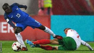 N'Golo Kante ayaa labadii sano ee uu ka ciyaarayay England labo horyaal kula kala guulaystay Leicester City iyo Chelsea