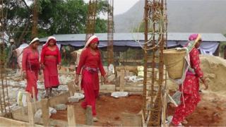 नुवाकोटमा पुनर्निर्माणमा खटिएका महिलाहरु