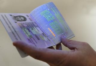 Їздити у ЄС без віз зможуть власники біометричних паспортів