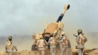 Suudi Arabistan ordusuna ait bir topçu bataryası.