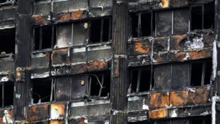 Выгоревший фасад Гренфелл-тауэр в Лондоне