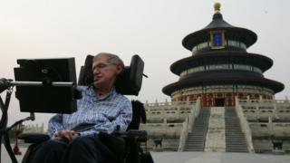 British scientist Stephen Hawking, visits the Temple of Heaven 18 June 2006 in Beijing, China. Hawking is visiting Beijing to attend the 2006 International Conference on String Theory, according to state media.