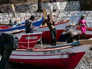 Bahari zinazoizunguka Cape Verde zina samaki wengi lakini wavuvi wanalaumu meli za uvuvi za Kichina na kutoka Ulaya ambazo zimesabsbisha samaki kupungua.