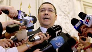 Thủ tướng Romania Victor Ponta đã từ chức năm 2015 vì cáo buộc lạm quyền và nhũng lạm