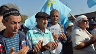 Крымские татары на акцию по перекрытию КПП между Украиной и Крымом, осень 2015 года