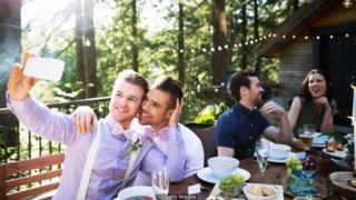 인스타그램에 결혼식 인증샷을 올리는 것은 이제 필수가 됐다.