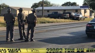 Agentes de la policía en el sur de Texas tras un tiroteo.