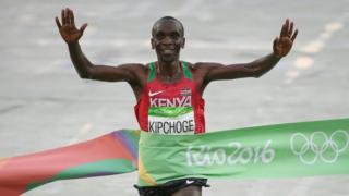 Eliud Kipchoge wa Kenya ahsinda mbio za marathon