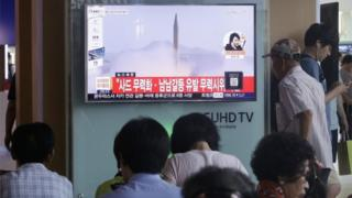 People watch a new report showing an archive North Korean rocket launch in Seoul (3 Aug 2016)