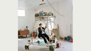 После землетрясения 2008 года в провинции Сычуань Чжан задался целью построить аварийно-спасательный вертолет, способный летать между деревьями в лесу; последний из его проектов, снабженный четырьмя пропеллерными двигателями, сейчас проходит стадию испытаний