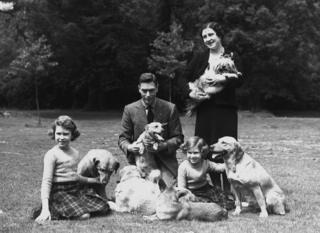 Королевская семья на лужайке Виндзорского замка