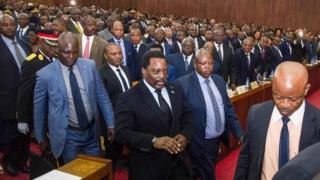 Президент ДРК ЛОран Кабила готвоится выступить перед обеими палатами парламента во Дворце нации в Киншасе 5 апреля 2017 года