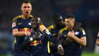 "Leipzig""s Guinean midfielder Naby Keita and his teammates celebrates after scoring during German first division Bundesliga football match between Hamburger SV and RB Leipzig in Hamburg on September 8, 2017."