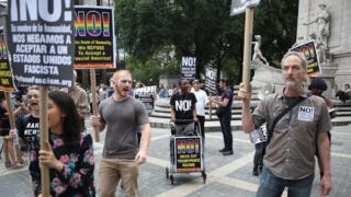 بعض المحتجين خرجوا في مسيرة ضد قرار المحكمة