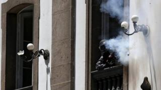 Rio'da kilise camından göstericilere ateş açan polis