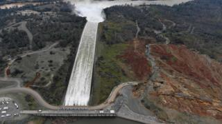 Над Оровилльской плотиной, самой высокой в США, снова сгущаются тучи