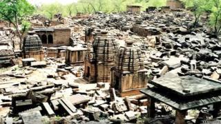 मंदिरों के अवशेष