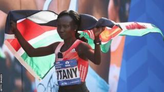 La kenyane Mary Keitany a couru deux heures, 24 minutes et 26 secondes.
