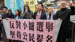香港民主派人士走上街頭抗議小圈子選舉
