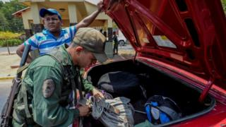 Venezuelan soldier on the border town of Paragachon, 15 Sep 15