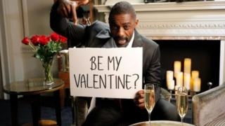 Msanii wa filamu Idris Elba amejinadi siku ya wapendanao ya Valentine ili kuchangisha fedha za hisani.