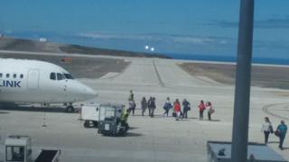 St. Helena adasına inen uçak