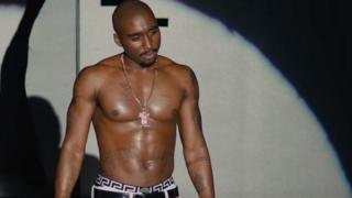Demetrius Shipp Jr. ameigiza kama Tupac Shakur.