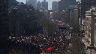 Tens of thousands of people march in Santiago against the private pension scheme