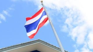 ธงชาติบนเสาธงหน้าศาลาว่าการกระทรวงมหาดไทย