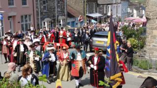 About a dozen town criers descend on Newport