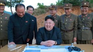 นายคิม จอง อึน กล่าวว่าความสำเร็จในการทดสอบขีปนาวุธครั้งนี้ แสดงให้เห็นว่าเกาหลีเหนือสามารถจัดการยิงโจมตีได้ทุกที่ทุกเวลา