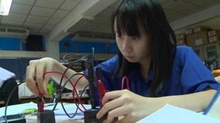 หนึ่งในนักเรียนในค่ายของสถาบันส่งเสริมการสอนวิทยาศาสตร์และเทคโนโลยี