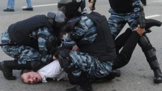 Задержание активиста на Болотной площади 6 мая 2012 года