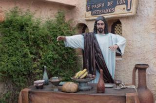 A statue of Jesus turning bread into wine