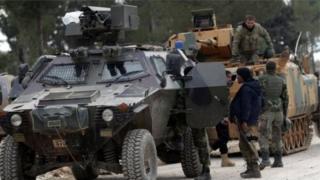 Turk askarlari suriyalik isyonchilarga IDga qarshi kurashda yordam bermoqdalar