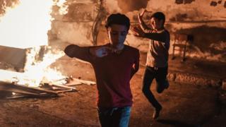 Навруз в Азербайджане: молодежь прыгает через костер