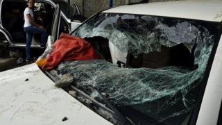 разбитое автомобильное стекло