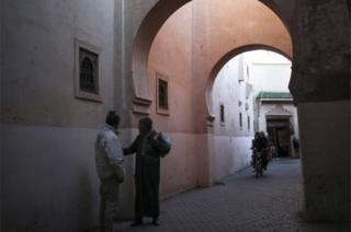 Wawaume hawa walipigwa picha wakiwa mji wa zamani wa Marrekech nchini Morocco