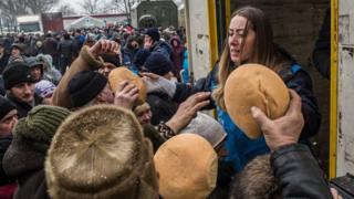 В Авдіївці роздають хліб