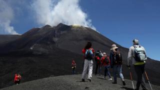 Желающие получить поистине неизгладимые впечатления могут взобраться на действующий вулкан Этну