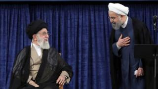 Hogaamiyaha Ruuxiga ee Iiraan Ayatollah Ali Khamenei (Bidix)Mr Rouhani (Midig)
