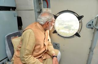 Original image of PM Narendra Modi surveying flooding in Chennai (3 Dec 2015)