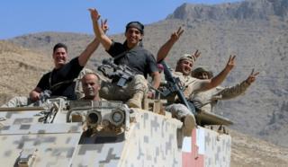 Abasirikare ba Libani bishimira intsinzi mu mujyi wa Ras Baalbek