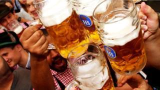 Кружки с немецким пивом